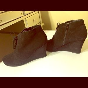 Dolce Vita Wedge Booties Size 10